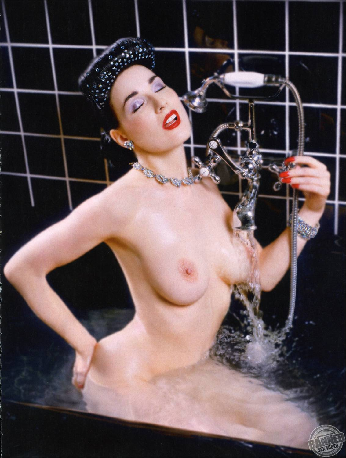 dita von teese naked pictures
